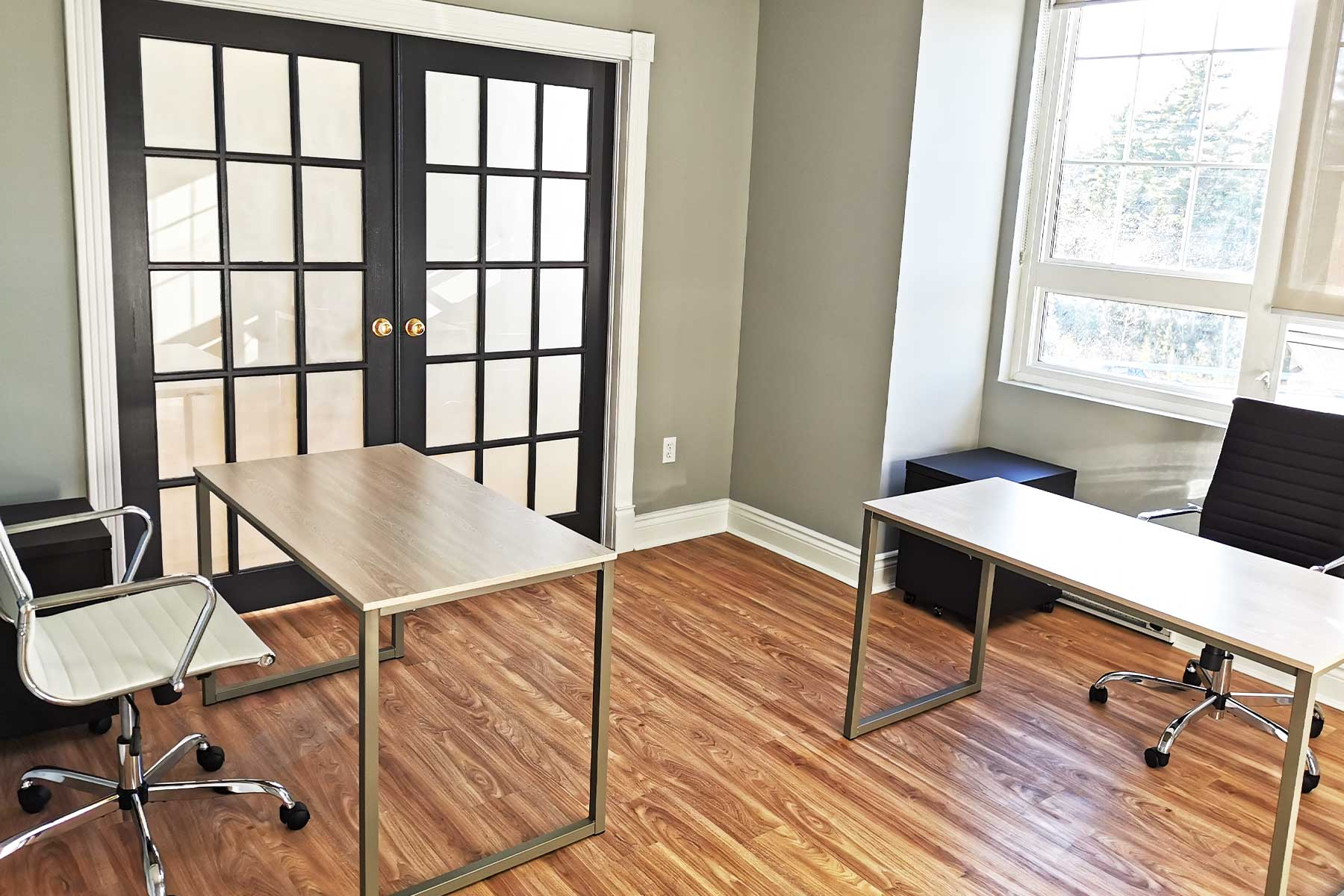Agora Office Space - White Desks and white leather chairs